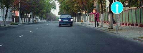 Разрешено ли водителю подъехать задним ходом к пассажиру на этом участке дороги?