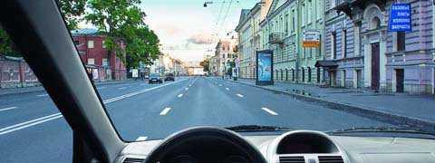 По какой полосе Вам разрешено движение на легковом автомобиле в данной ситуации?